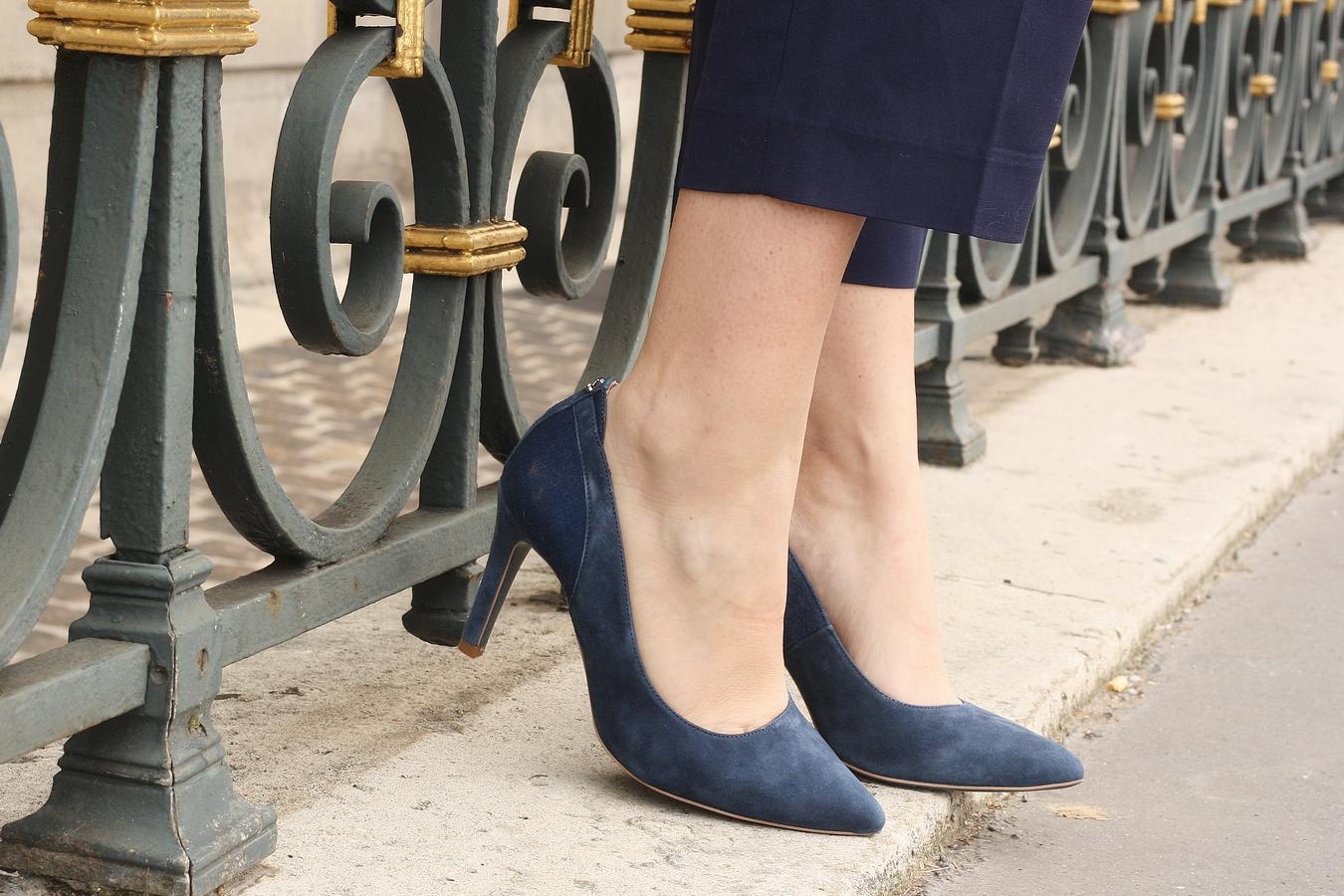 Blog mode femme Paris - Du style, Madame - Streetstyle - escarpins bleu salsa