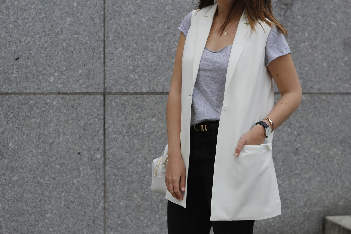 Blog mode femme Paris - Du style, Madame - blazer long sans manche - blanc