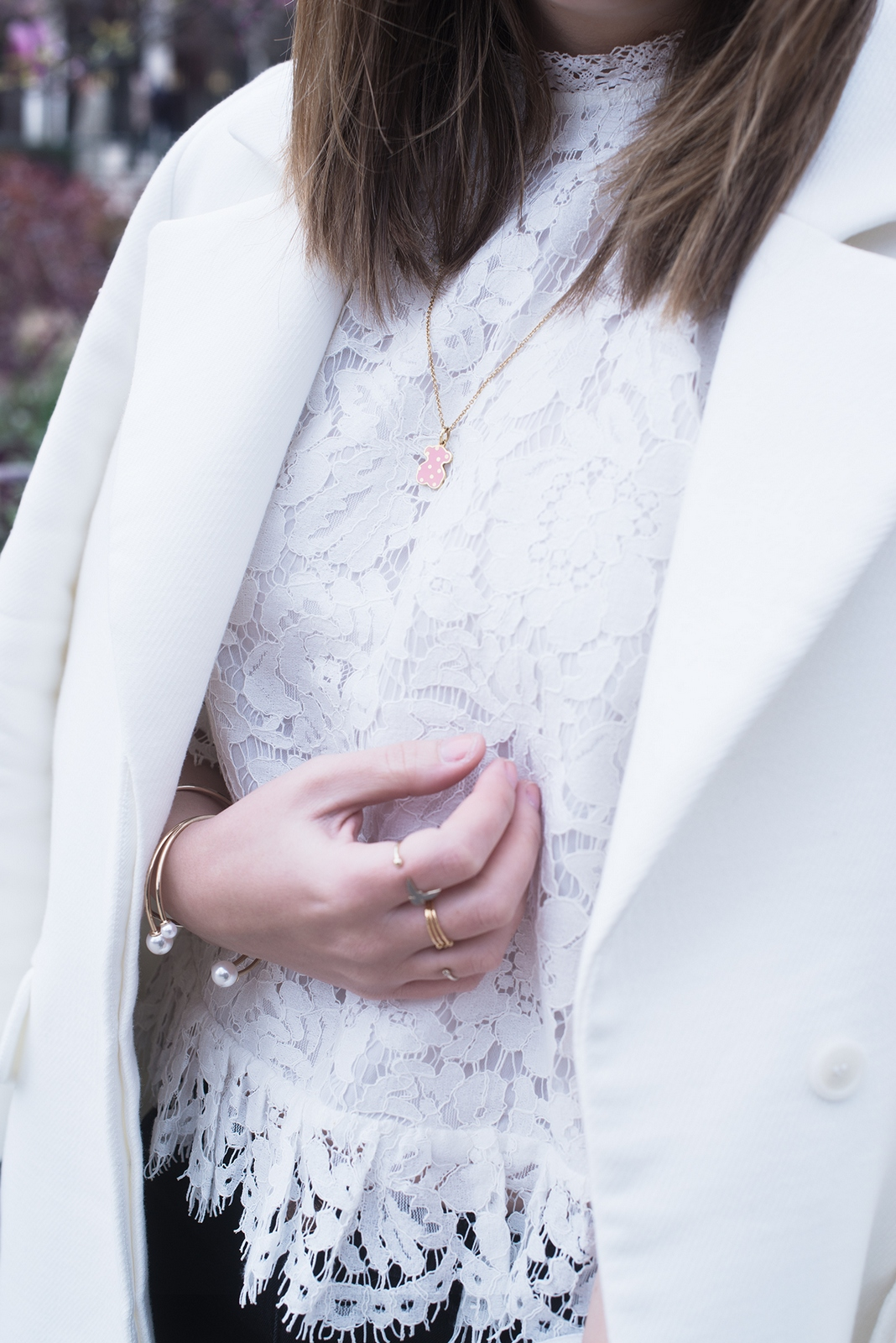 Blog mode femme Paris - Du style, Madame - streetstyle - top dentelle blanc - tous jewellery