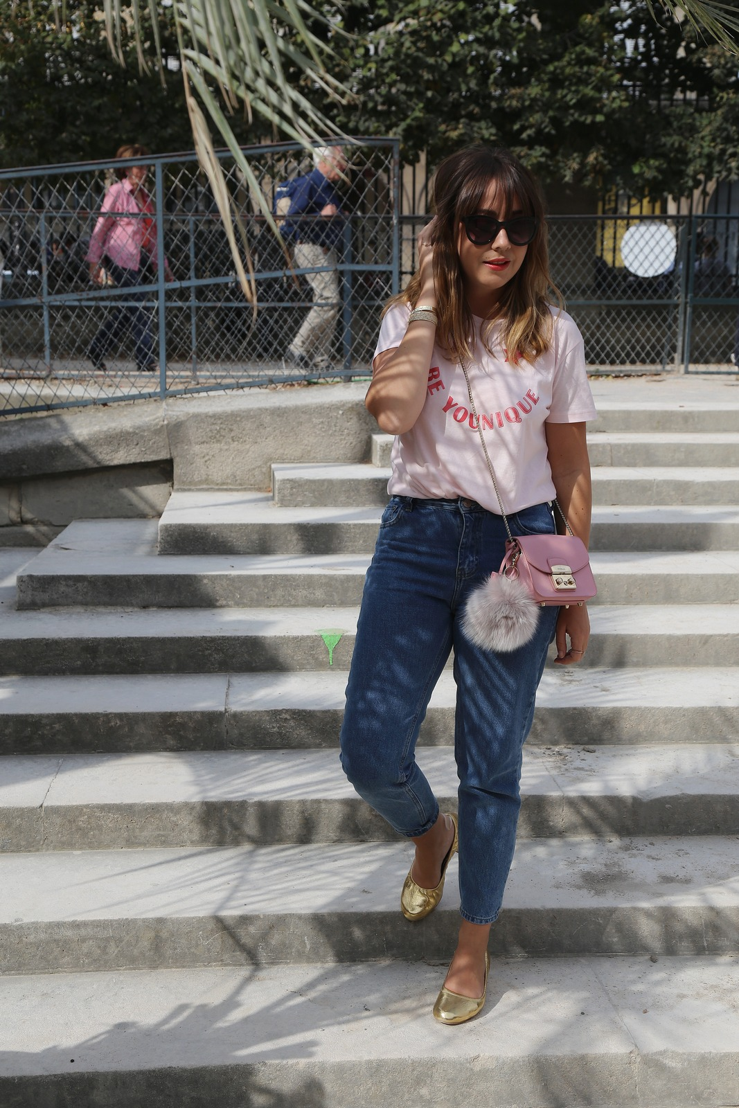 Blog mode femme Paris - Du style, Madame - streetstyle - fetes des Tuileries - mom jean - furla metropolis