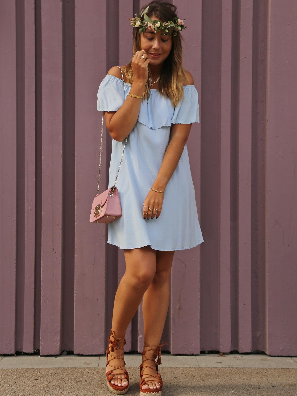 du style madame - mur violet baugrenelle - couronne de fleurs - blog mode