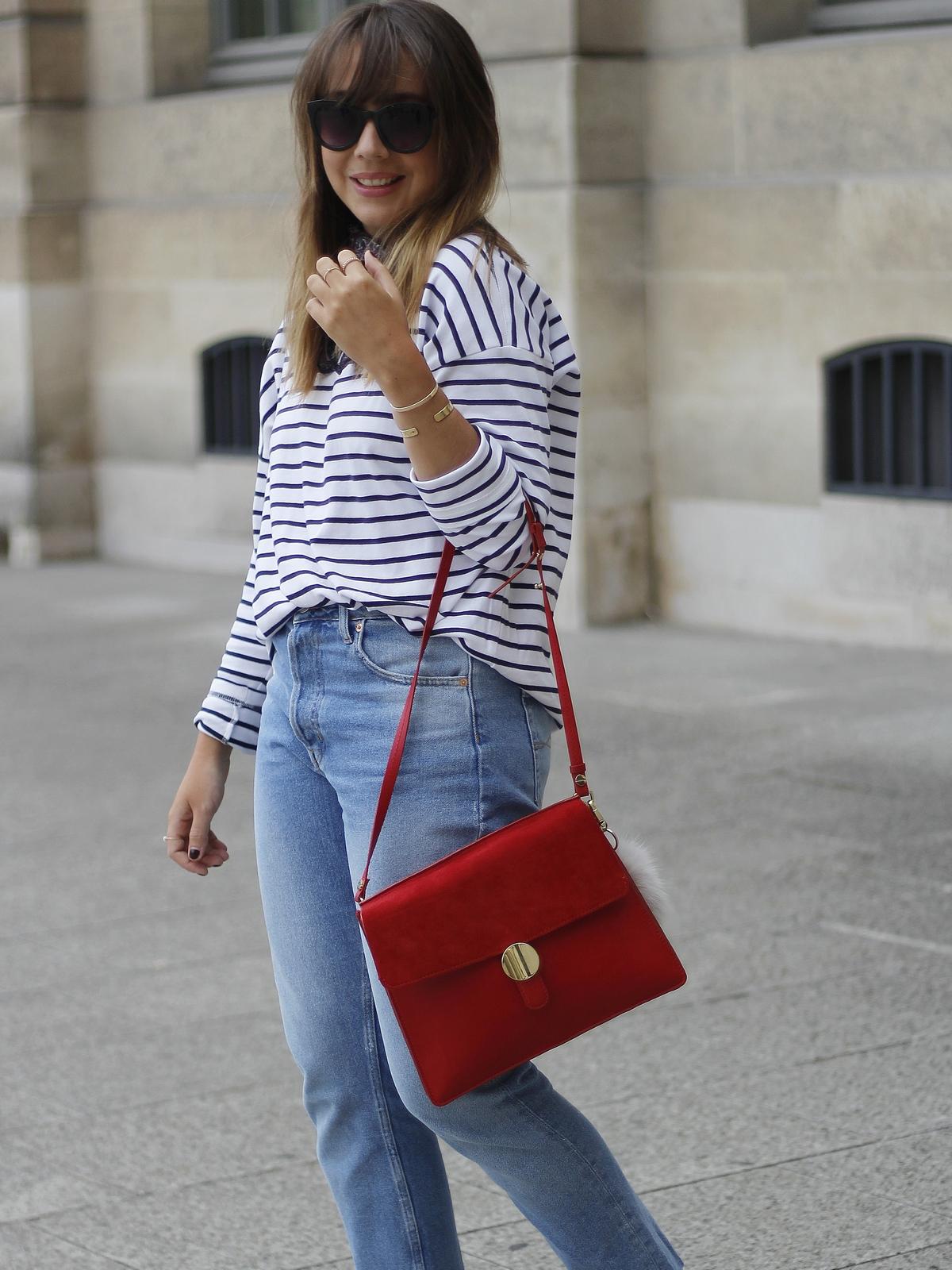 outfit - basiques mode - marinière - jean - sac rouge - parisienne