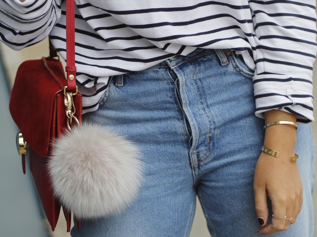 outfit - les basiques - marinière - jean - sac rouge - parisienne