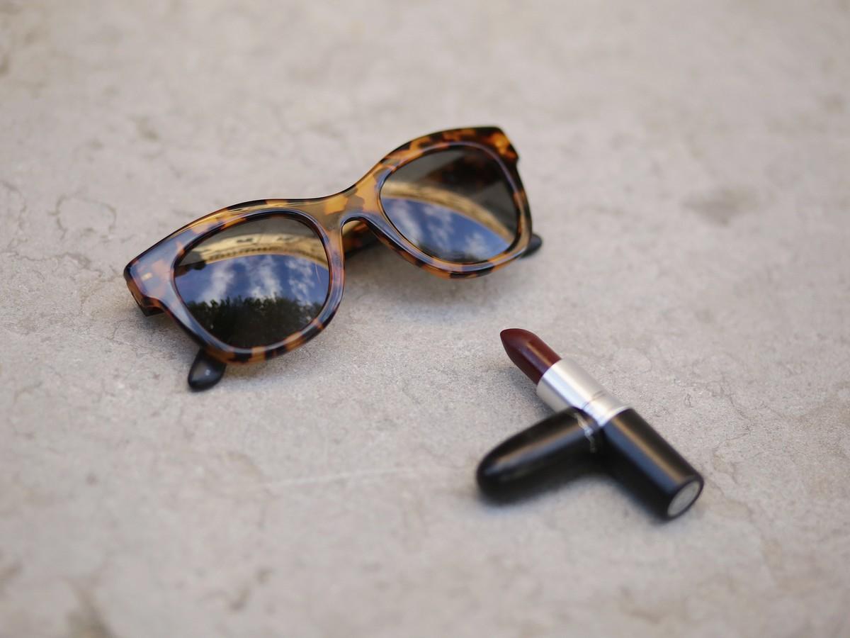lunettes écailles - rouge a levre mac