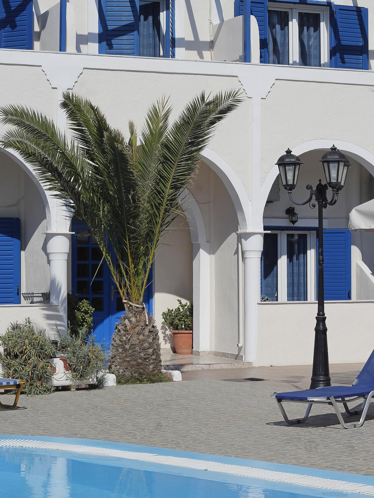 villa ilios - fira - santorin - hôtel pas cher - appartement hôtel - petit prix - booking - vacances - logement