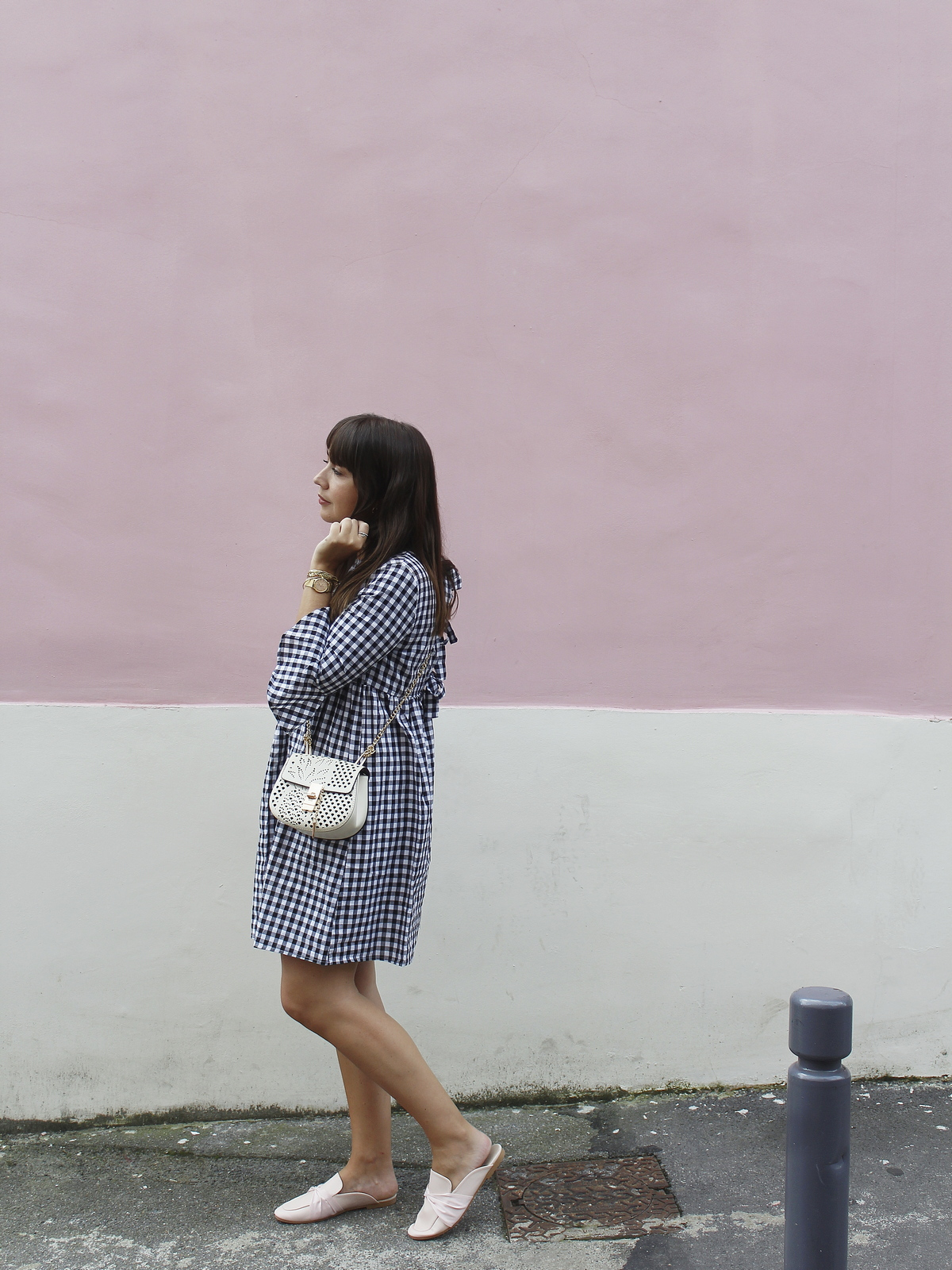 vichy dress - how to wear vichy - pink wall - look - du style madame - robe vichy - mocassins rose