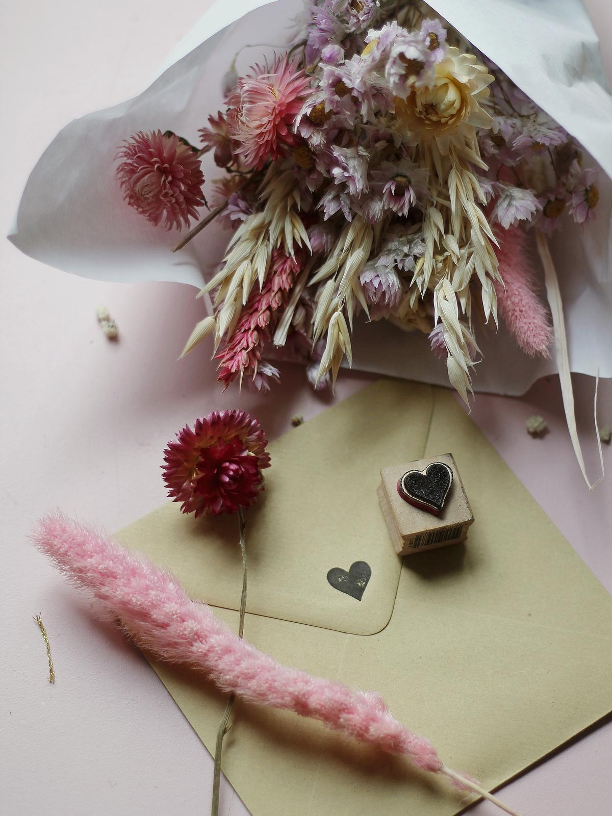 faire-part mariage champetre pas cher - popcarte - du style madame - chic - original - tendance - enveloppe kraft - tampon coeur
