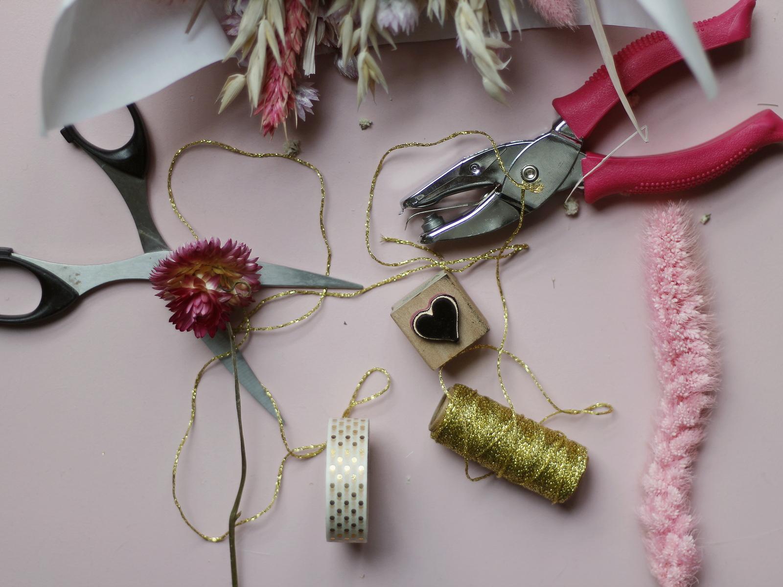 matériels pour DIY étiquettes dress code mariage
