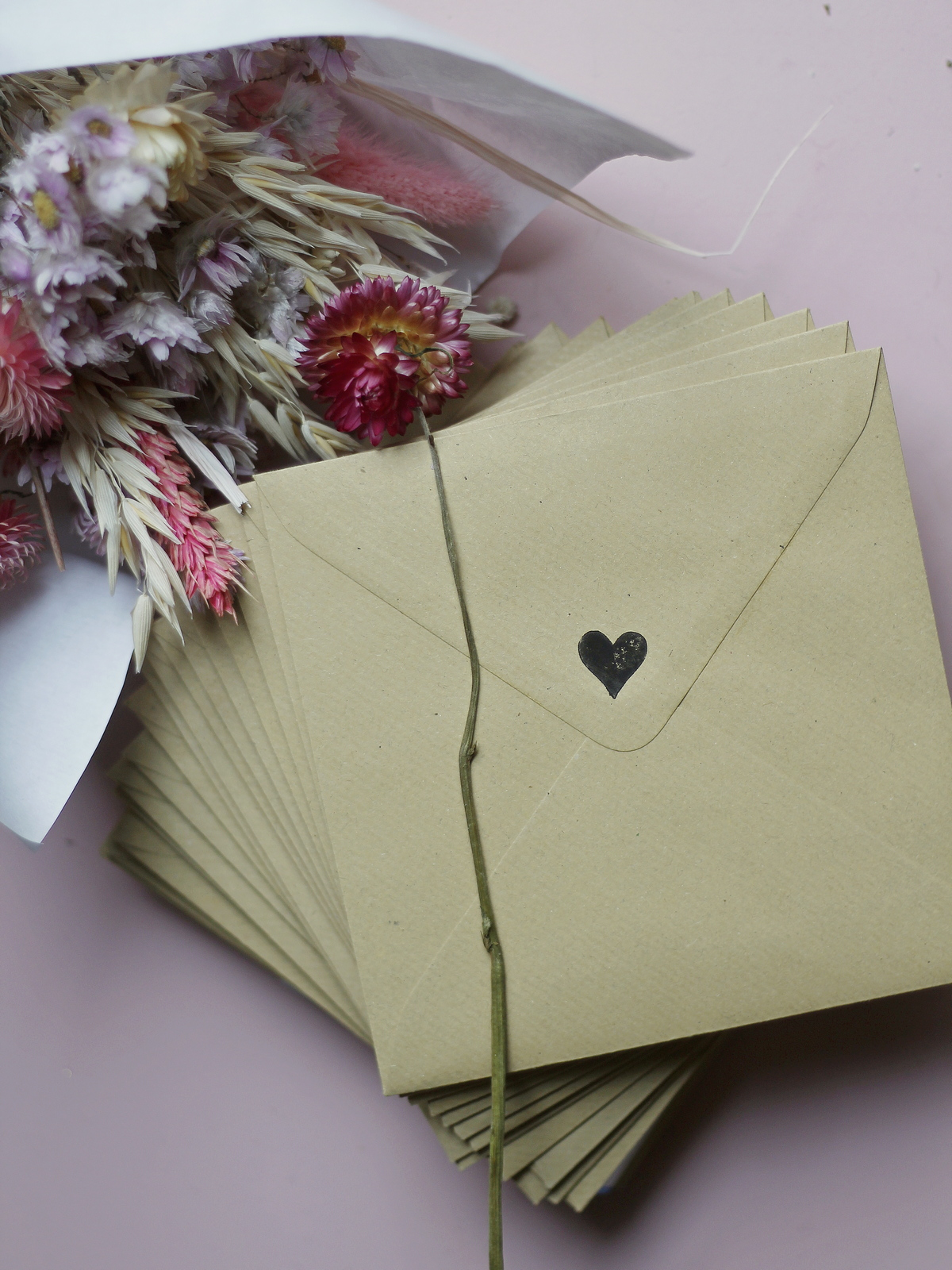 faire-part mariage champetre pas cher - popcarte - du style madame - chic - original - enveloppe kraft - tampon coeur