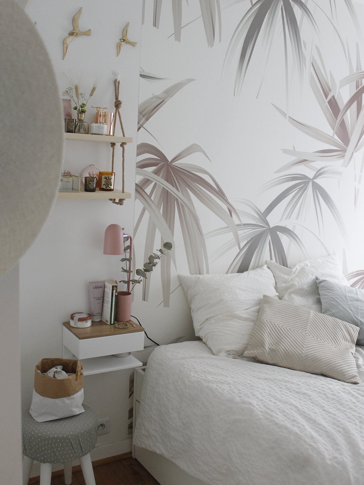 home tour; room tour; chambre; bedroom; blanc; tropical; deco; decoration d'interieur; room; vintage; campagne; shabby;